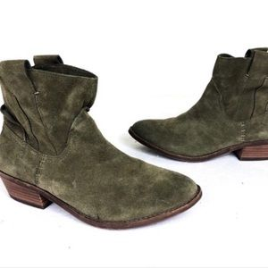 Dolce vita green suede booties